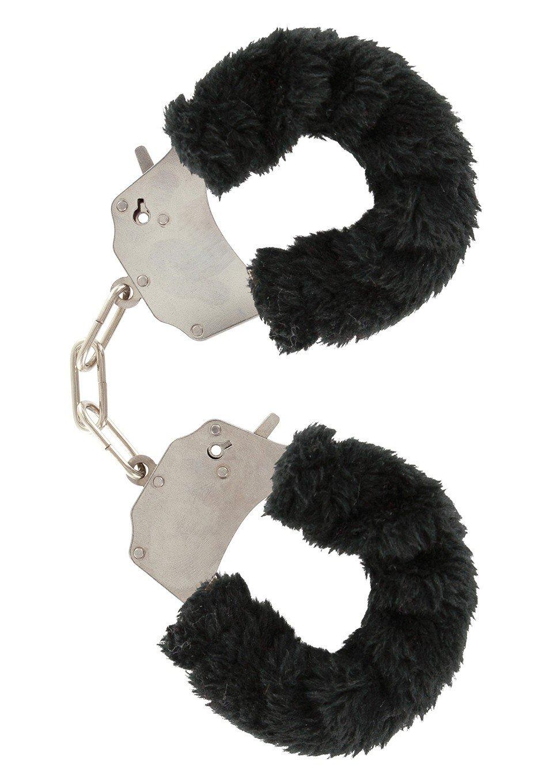 Stalowe kajdanki obszyte czarnym futerkiem